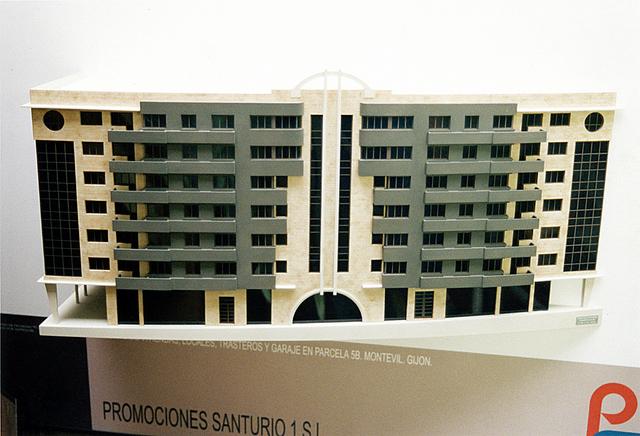 MAQUETAS CLEMENTE · Edificio Arco Escorzo relieve en Montevil 1-100