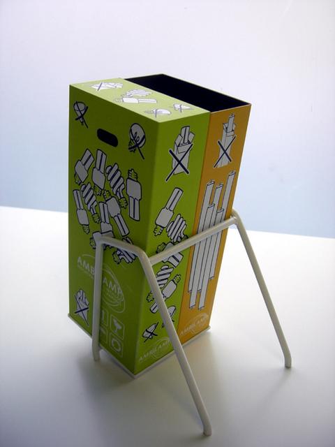 MAQUETAS CLEMENTE · Contenedores Reciclaje Lámparas 1-10 y 1-5