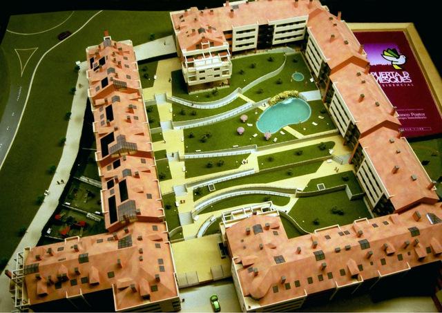 MAQUETAS CLEMENTE � Urbanización Puerta de Viesques 1-100