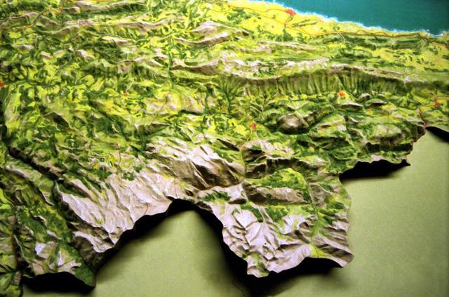 MAQUETAS CLEMENTE · Oriente de Asturias 1-50000