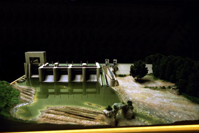 MAQUETAS CLEMENTE � Dispositivo peces migratorios en presa El Furacón 1-200